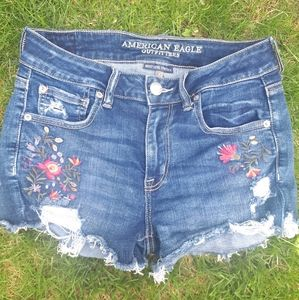 American Eagle High Waisted Embroidered Shorts🌸